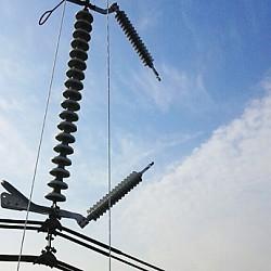송전선로용 피뢰기설치장치